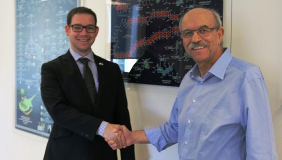 Consul Daniel Agranov of the Israel Consulate to the Southwest United States congratulates Prof. Nicolaou.